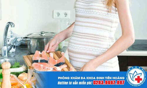Cách ăn uống khi mang thai vào con không vào mẹ là ăn nhiều thịt cá