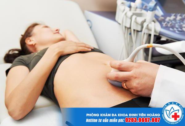 cách nhận biết có thai trong tuần đầu tiên là dùng que thử thai