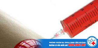 cách xử lý khi giẫm vào kim tiêm nhiễm HIV là tuyệt đối không được nặn máu ra.