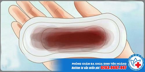 phá thai bằng thuốc bị ra máu đen