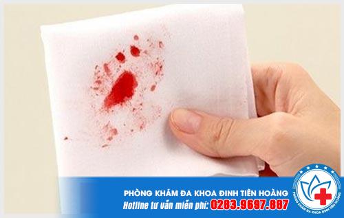 Ra máu sau khi quan hệ nhưng không đau là bị gì?